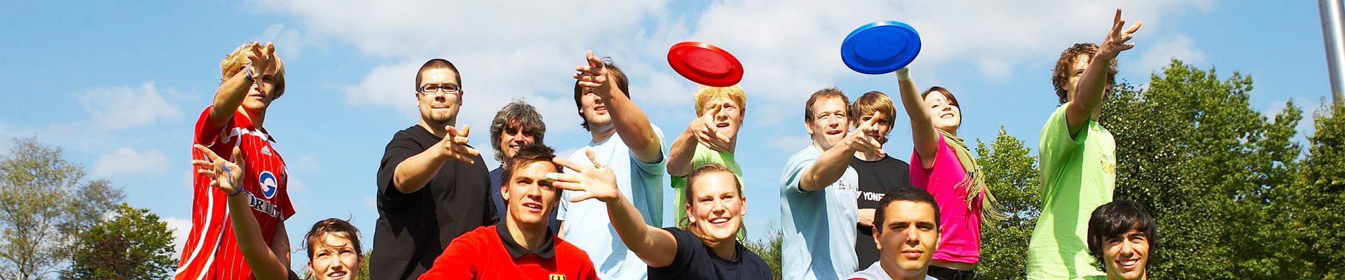 Headerbild Jugendordnung der Sportjugend NRW: Jugendgruppe bei Frisbee-Spiel