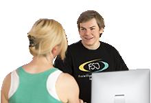 Stellenbörse für Freiwilligendienste im Sport: zwei FSJ´ler mit Laptop
