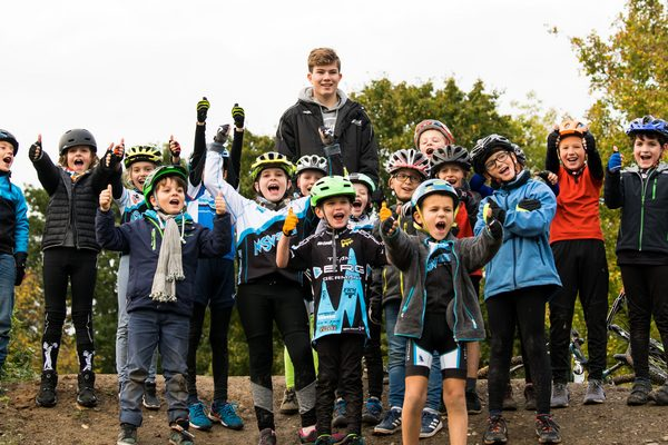 Mountainbike Kindergruppe mit Betreuer