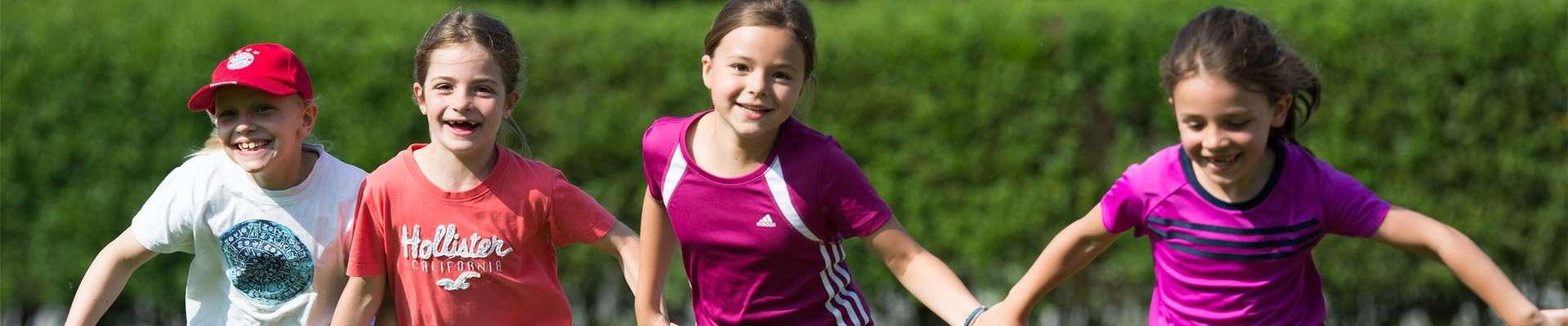 Headerbild Programm NRW bewegt seine KINDER!: Kindergruppe beim Laufen